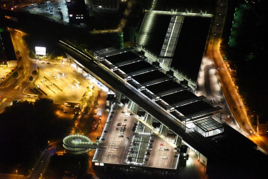 berlins sch nste luftbilder aus der nacht in xxl aktuelle nachrichten berliner morgenpost. Black Bedroom Furniture Sets. Home Design Ideas